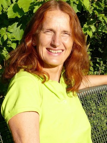 "Lehrgangsleitung ""Blühbotschafterinnen und Blühbotschafter für die Insektenvielfalt"" E-Mail: dernbach@naturnah-planen.de Telefon: 06042 9798235"